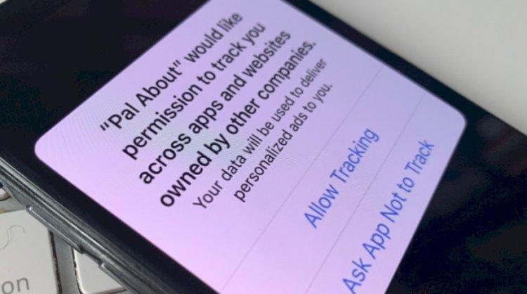 Facebook, tam sayfa gazete reklamlarında iOS 14 reklam gizlilik programı üzerinden Apple'a saldırıyor